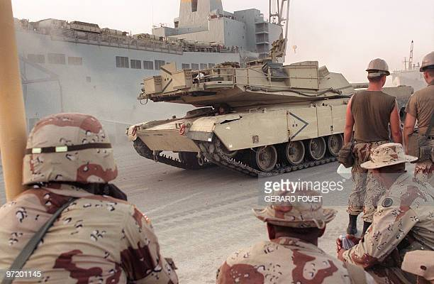 Picture taken 28 August 1990 showing US soldiers from 24th Infantry divisin unload tanks on a Saudi Arabian base a few days after the Iraqi army...