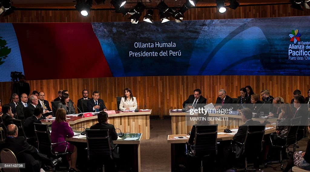 Picture taken during the opening session of the XI Pacific Alliance Summit in Puerto Varas, 1150 km south of Santiago, Chile, on July 1, 2016. / AFP / Martin BERNETTI