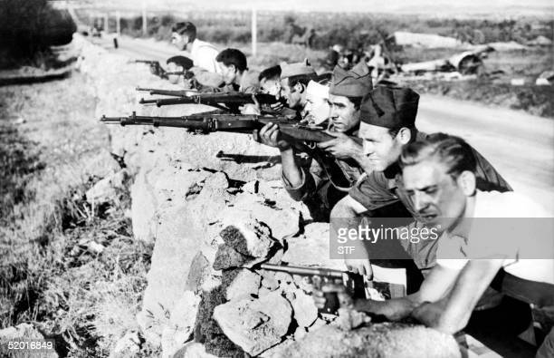 Picture taken during the Spanish Civil War in the late 30s of Republicans fighting on a road in an unidentified place