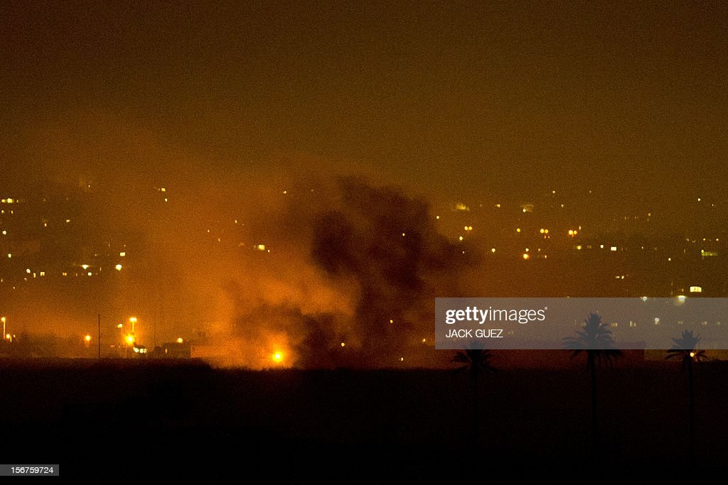 A picture taken from the southern Israeli border with the Gaza Strip shows an Israeli artillery flare illuminating the Palestinian coastal enclave on November 20, 2012. Gaza militants said a Cairo-brokered truce in their seven-day war with Israel would be announced, as Israeli Prime Minister Benjamin Netanyahu urged them to choose between 'the sword' and peace. AFP PHOTO/JACK GUEZ