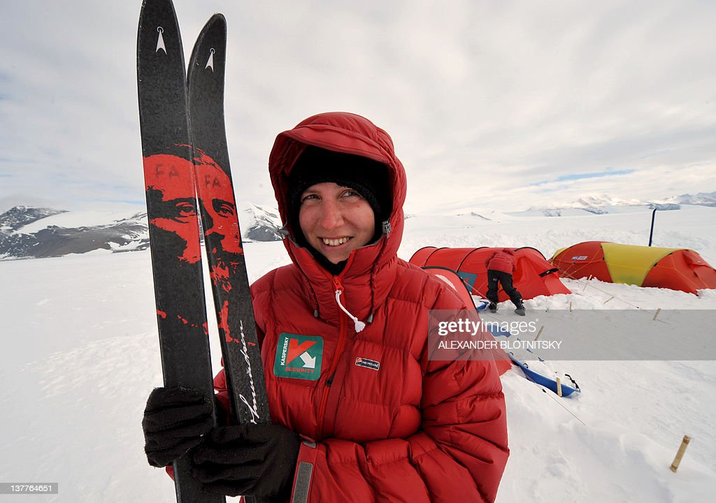 A picture taken in Antarctica on January 2, 2010, shows British explorer, Felicity Aston, poses for a picture during her trip to the South Pole with a team of women from Commonwealth countries. Aston claimed this week to have become the first woman to cross Antarctica on her own, after skiing more than 1,700 kilometres across the ice in 59 days. AFP PHOTO / ALEXANDER BLOTNITSKY
