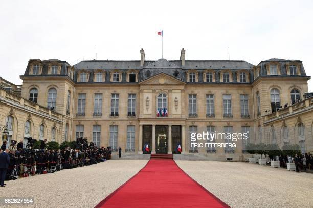 TOPSHOT Picture taken of the red carpet as journalists wait at the entrance of the Elysee presidential Palace prior to the Emmanuel Macron's formal...