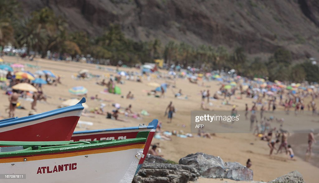 A picture taken on April 20, 2013 shows boats on a beach on the Spanish Canary island of Tenerife, where temperatures are soaring due to the Sirocco, a Mediterranean wind coming from the Sahara. AFP PHOTO / DESIREE MARTIN