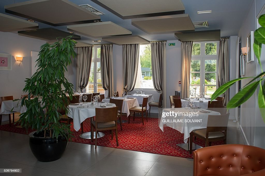 A picture taken on April 29, 2016 in Tours, central France, shows the dining room of the Chateau de Belmont hotel, which will host the Czech national football team during the Euro 2016 football championships. / AFP / GUILLAUME