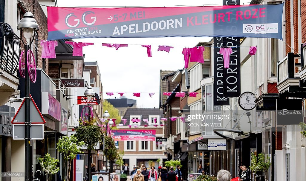 A picture taken on April 29, 2016 shows banners and pink decorations ahead of the start of the Giro d'Italia in Apeldoorn. The Giro d'Italia Italian cycle race, that will start in Apeldoorn on May 6. / AFP / ANP / Koen van Weel / Netherlands OUT