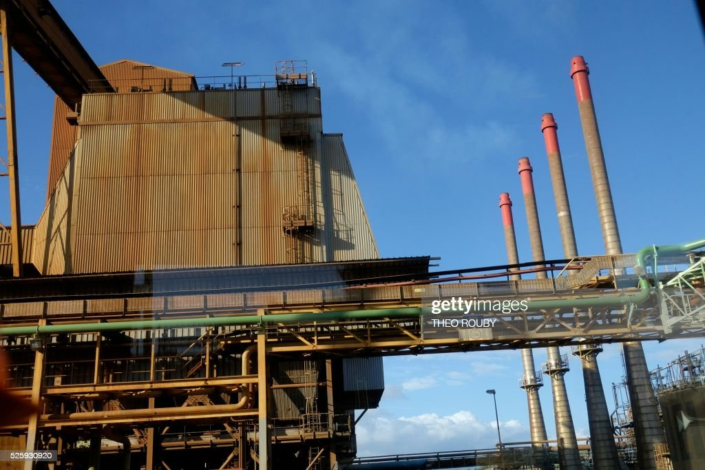A picture taken on April 29, 2016 shows the metallurgic factory SLN in Noumea ahead of French Prime Minister Manuel Valls' visit. Valls said France would be willing to loan 200 millions euros to save the SLN factory, the main producer of nickel in New Caledonia. / AFP / THEO