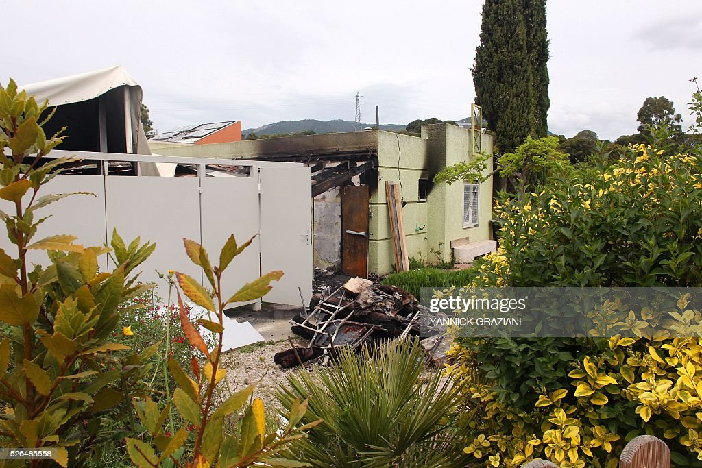 A picture taken on April 30, 2016 shows a Muslim prayer room in Ajaccio after it was destroyed by a fire, suspected to be arson. / AFP / YANNICK
