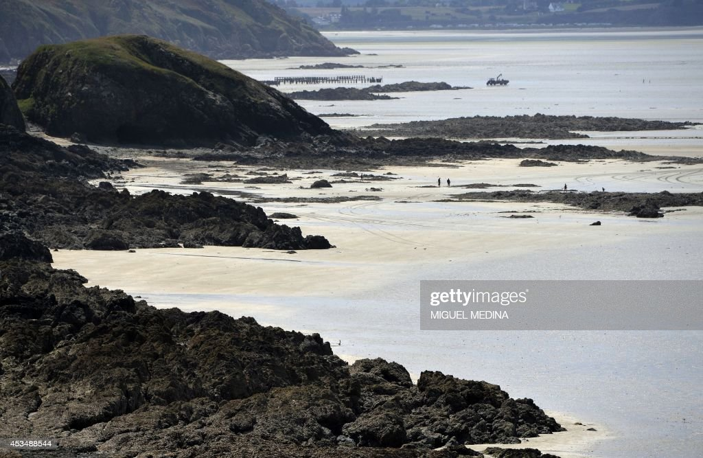 A picture taken on August 10 2014 shows the SaintBrieuc bay at low tide in the Cotes d'Armor department of Britanny western France AFP PHOTO/MIGUEL...