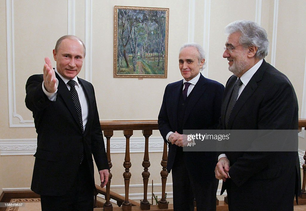 A picture taken on December 18, 2012, shows (L-R) Russian President Vladimir Putin speaking with Spanish tenors Jose Carreras and Placido Domingo during their meeting at Putin's Novo-Ogaryovo residence outside Moscow. Spanish opera stars arrived in Russia to take part in today's charity concert in Moscow.