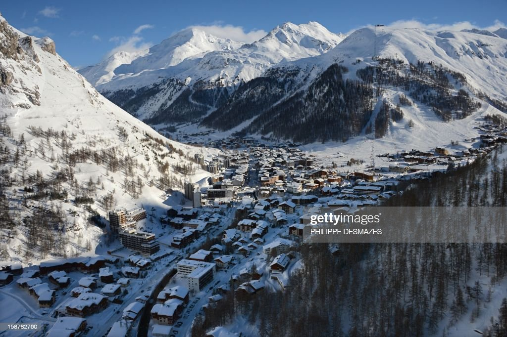 A picture taken on December 28, 2012, shows the French Alps resort of Val-d'Isere in the Tarentaise valley. France's ski slopes are set to be busier than last year as early snow falls encourage higher bookings than last year, according to an industry spokesmen and a study released on December 18, 2012. AFP PHOTO/PHILIPPE DESMAZES