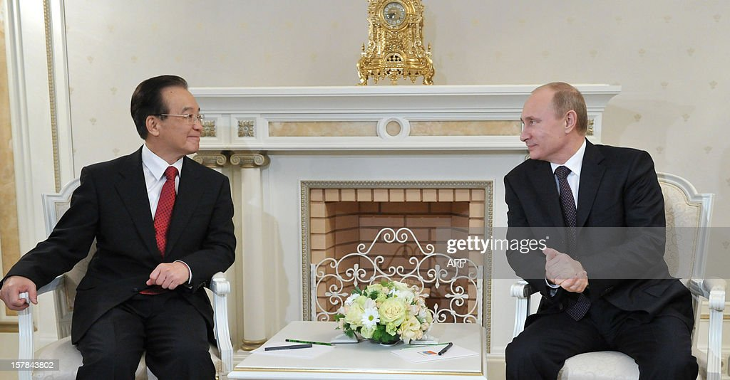 A picture taken on December 6, 2012, shows Russia's President Vladimir Putin (R) speaking with Chinese Prime Minister Wen Jiabao during their meeting in the Bocharov Ruchei residence in the Russian Black Sea resort of Sochi. Wen Jiabao is on a visit to Russia. AFP PHOTO/ RIA-NOVOSTI/ POOL/ ALEXEI NIKOLSKY