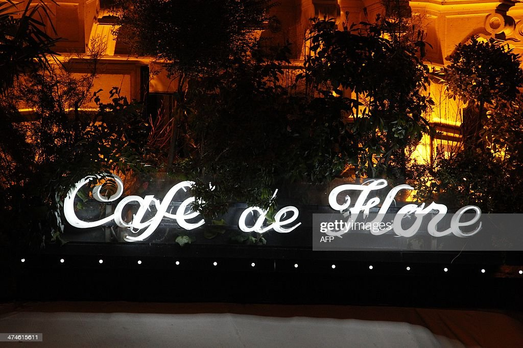 A picture taken on February 19, 2014 shows the sign at night of the French cafe 'Cafe de flore' at the Saint-Germain-des-Pres Square in Paris. AFP PHOTO / LUDOVIC MARIN