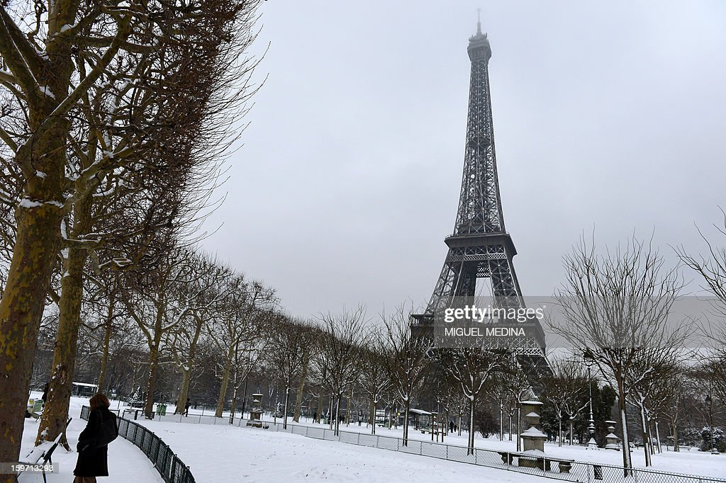 A picture taken on January 19, 2013 shows the Champs-de-Mars and the Eiffel tower in Paris, after the snow fell over the French capital overnight.