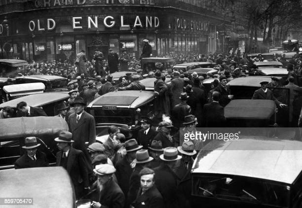 Picture taken on January 1934 of taxi drivers on strike in Paris / AFP PHOTO /