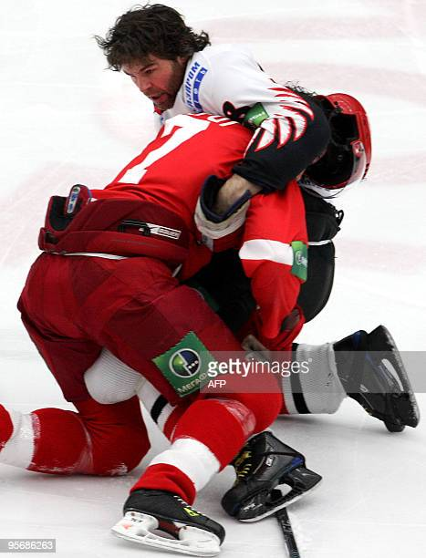 Picture taken on January 9 2010 shows hockey players Darcy Verot of Vityaz Chekhov and Jaromir Jagr of Avangard Omsk fighting during their KHL...