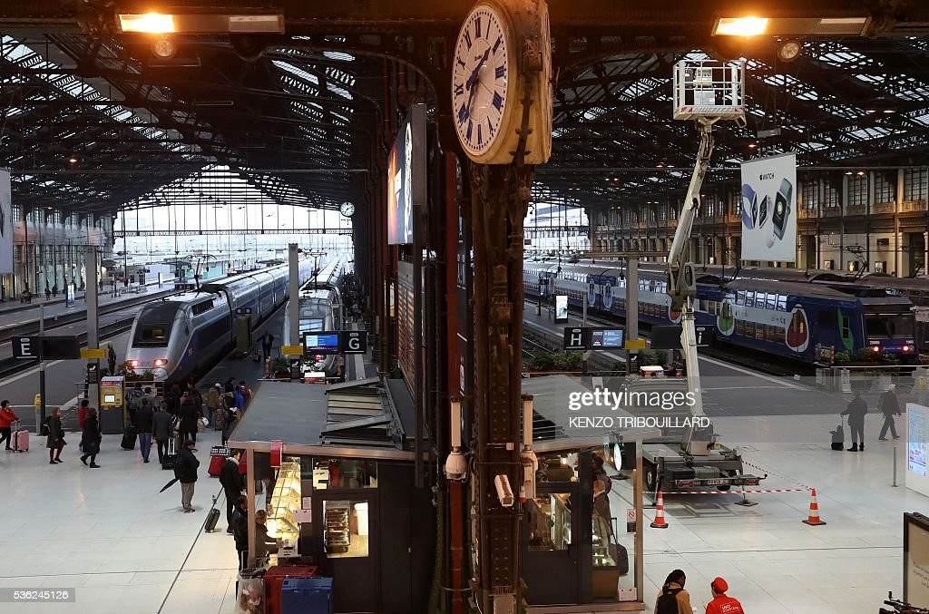 Picture taken on June 1, 2016 in Paris, shows passengers at the Gare de Lyon railway station at the start of a strike by employees of French state-owned rail operator SNCF to protest against government labour reforms. Rail strikes in France are expected to take full effect, disrupting transport across the country just over a week before the Euro 2016 football championship starts. / AFP / KENZO