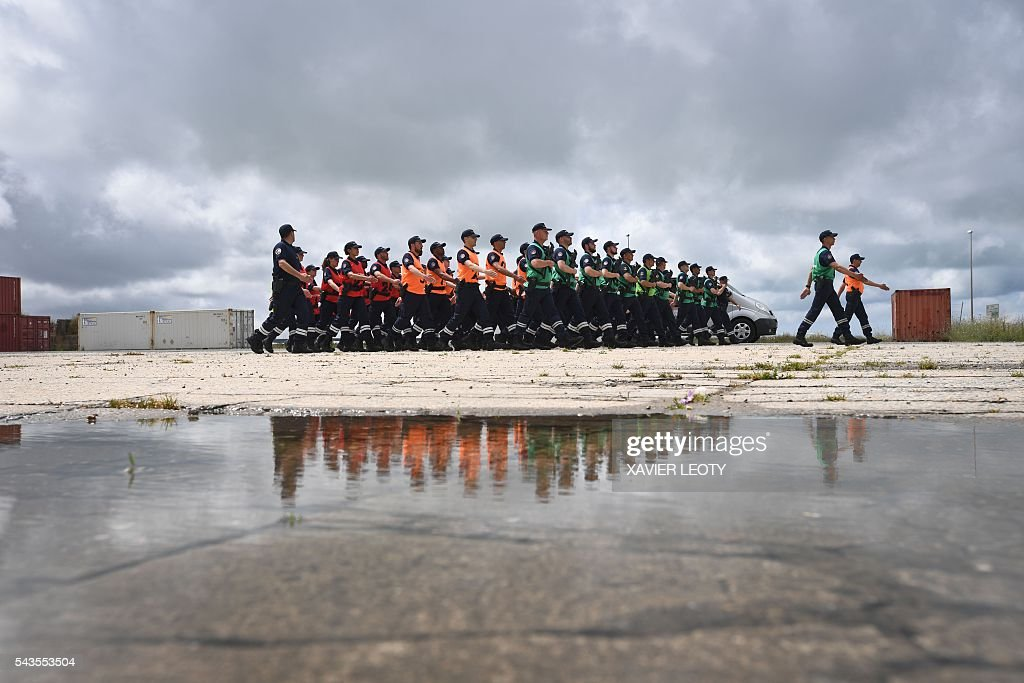 A picture taken on June 28, 2016 in La Rochelle, shows students of the Ecole nationale des Douanes (National School of Customs) taking part in a practice session ahead of the annual Bastille Day military parade. / AFP / XAVIER