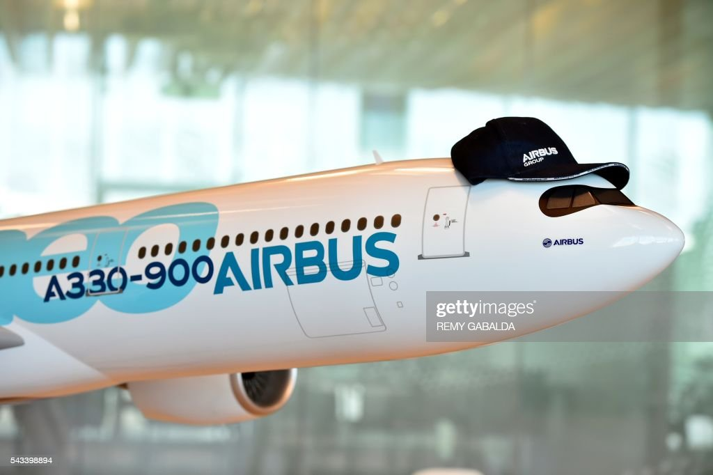A picture taken on June 28, 2016 shows a model of a Airbus A330-900 plane in the new headquarters of Airbus Group in Blagnac, on the outskirts of Toulouse. / AFP / Rémy GABALDA