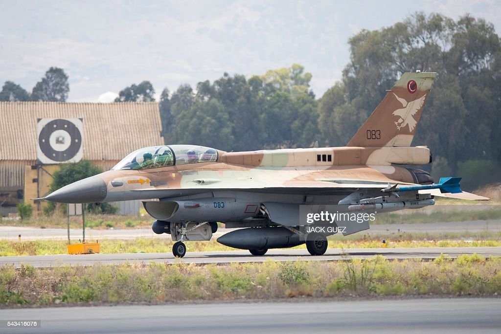 A picture taken on June 28, 2016 shows an Israeli Air Force F-16 D fighter jet preparing to take off at the Ramat David Air Force Base located in the Jezreel Valley, southeast of Israeli port city of Haifa. / AFP / JACK