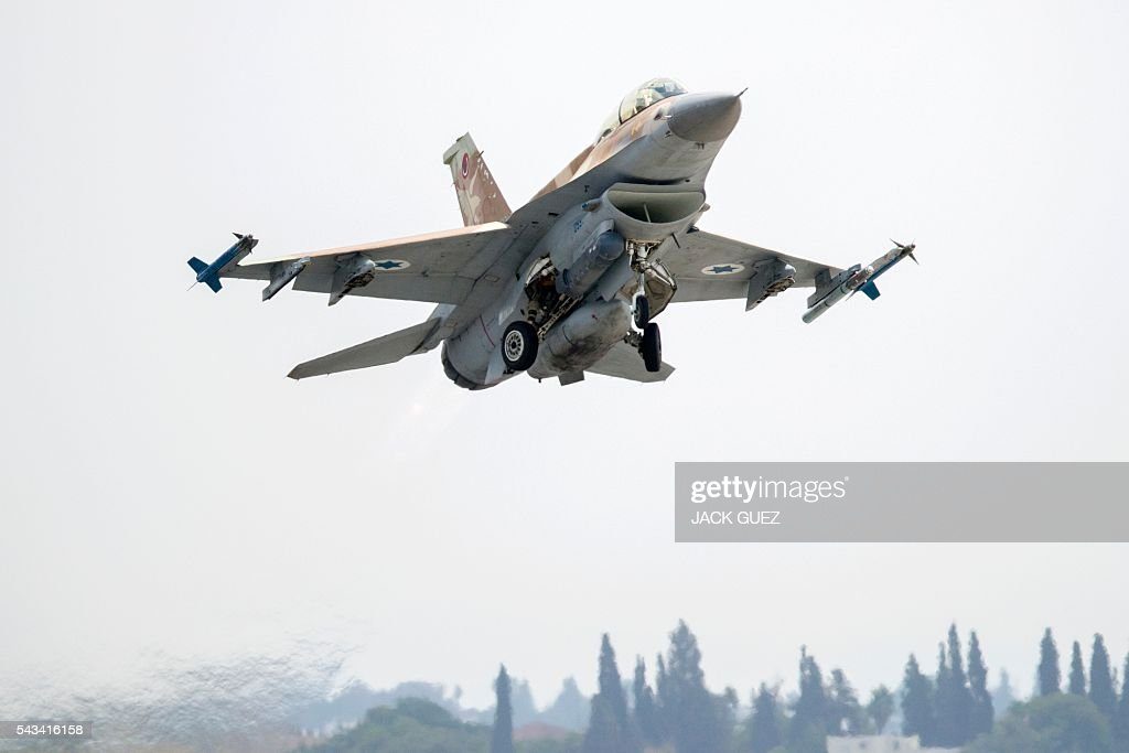 A picture taken on June 28, 2016 shows an Israeli Air Force F-16 I fighter jet taking off at the Ramat David Air Force Base located in the Jezreel Valley, southeast of Israeli port city of Haifa. / AFP / JACK