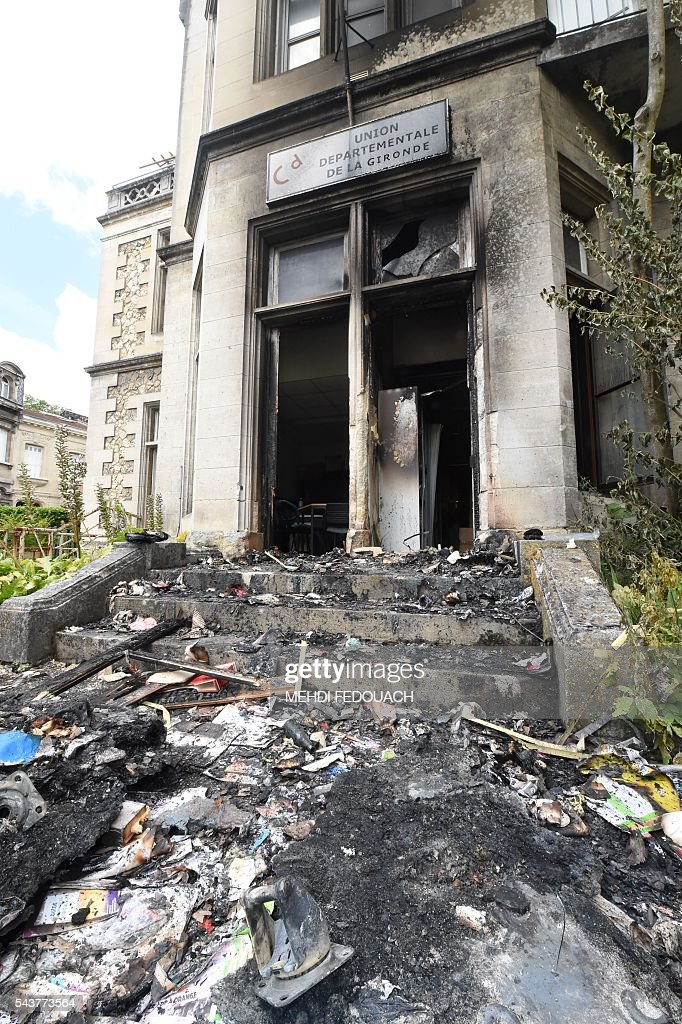 A picture taken on June 30, 2016 in Bordeaux, shows the headquarters of the local French CFDT trade union after it was damaged overnight by an garbage fire intentionally set in front of the building. / AFP / Mehdi FEDOUACH
