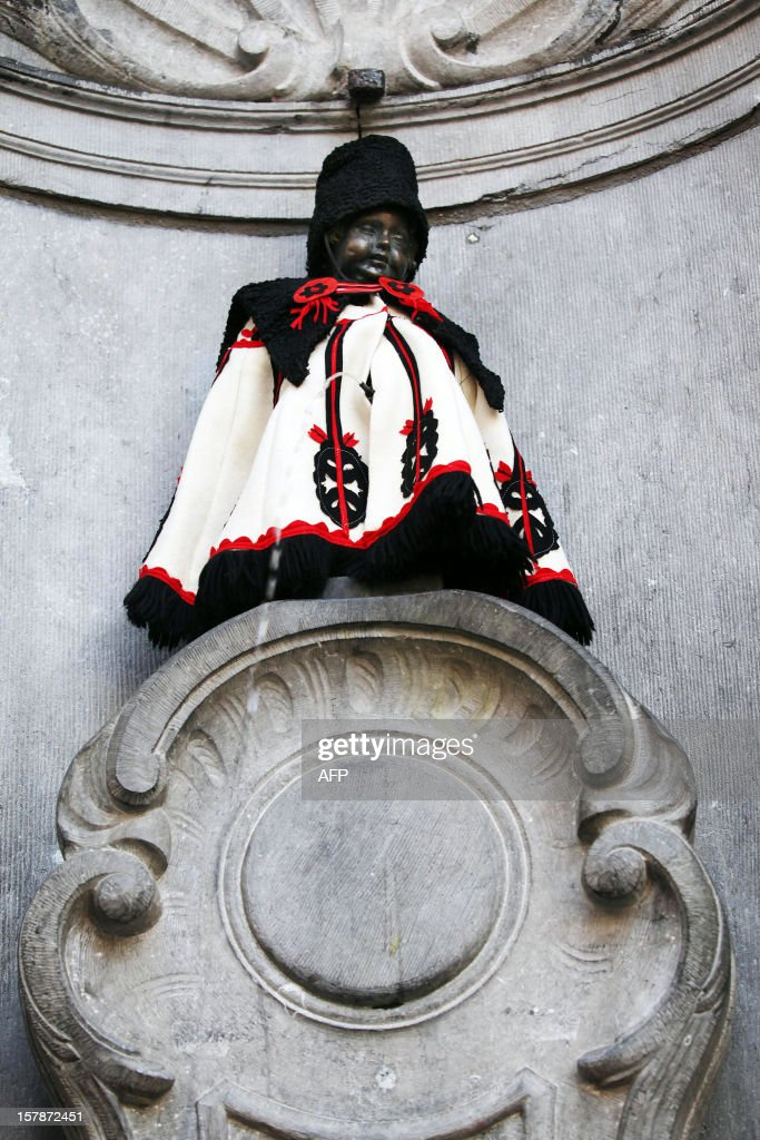 A picture taken on March 7, 2011 shows the statue of the famous 'Manneken Pis', who received a special Hungarian hussar suit to celebrate Hungary's six-month presidency of the European Union. AFP PHOTO / BELGA - SISKA GREMMELPREZ