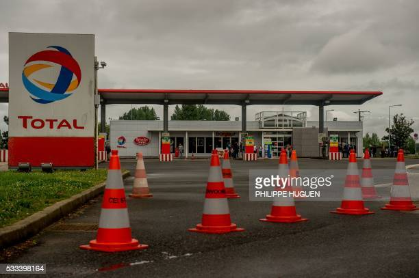A picture taken on May 22 2016 on A25 highway near Steenvoorde northern France shows a gas station closed following the blockades of several oil...