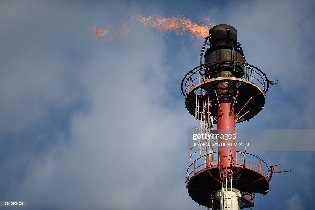 A picture taken on May 25, 2016 shows the chimney of the Total refinery of Donges, western France. France has been using strategic fuel reserves for two days in the face of widespread blockades of oil depots by union activists, the head of the oil industry federation said on May 25, 2016. / AFP / JEAN