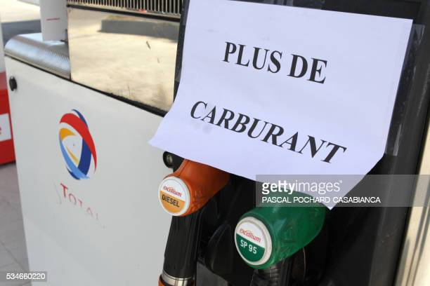 A picture taken on May 27 2016 in Ajaccio shows a 'no gaz' sign on a gas station in shortage on the French Mediterranean island of Corsica Blockades...