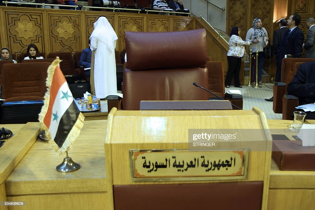 A picture taken on May 28, 2016 shows an empty seat of the Syrian foreign minister during the meeting of Arab foreign ministers who met with the Palestinian president in the Egyptian capital Cairo to define their position on a French peace initiative. / AFP / STRINGER