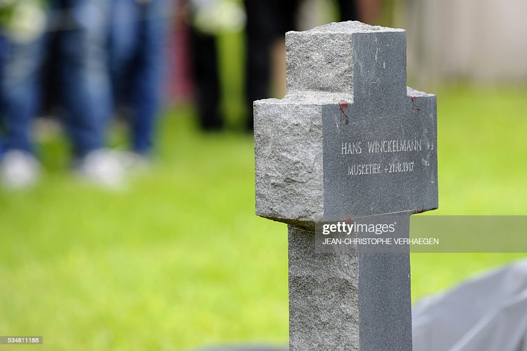 A picture taken on May 28, 2016 shows the grave of Hans Winckelmann, a German soldier who died in WWI, during his burial at the German WWI cemetery of Romagne-sous-Montfaucon, eastern France, as part of the Verdun battle commemoration. / AFP / JEAN