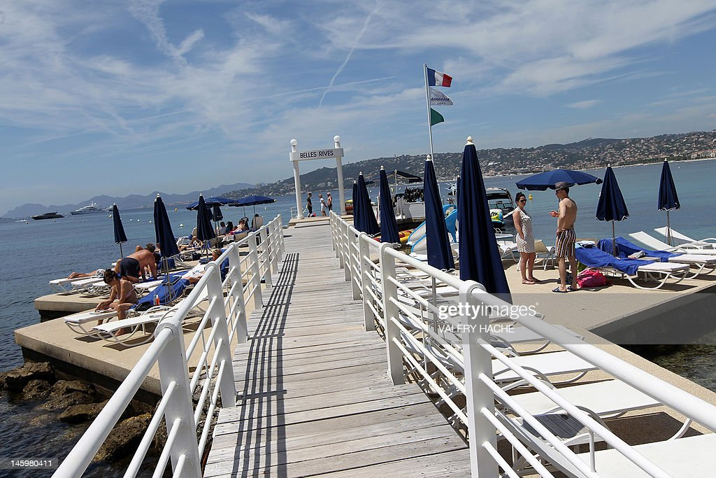 A picture taken on May 5, 2012 shows hotel Belles Rives' pier in Juan-les-Pins, located in Antibes, French Riviera. The Belles Rives 4-star hotel was immortalized by US writer F. Scott Fitzgerald. AFP PHOTO / VALERY HACHE