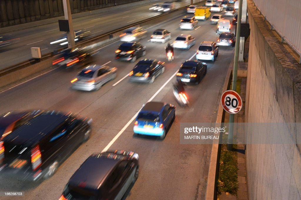 A picture taken on November 12, 2012 shows the traffic on the peripherique, the Paris ring road. Paris Mayor, Bertrand Delanoe has called for a reduction in the speed limit of the ring road from 80 to 70 km per hour in order to reduce pollution in the French capital. BUREAU