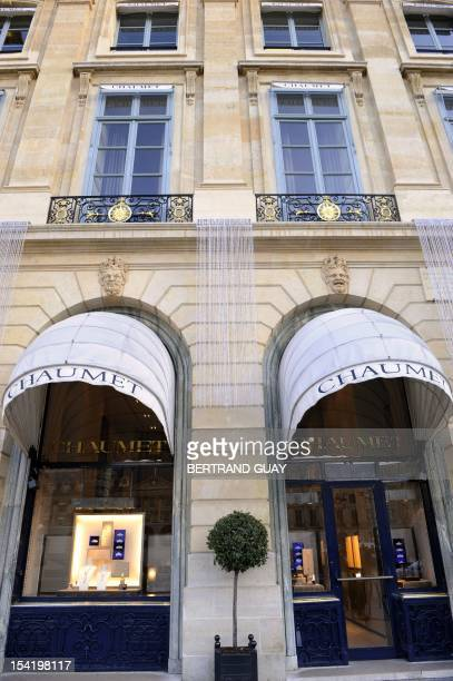 Picture taken on November 13 2009 in Paris of Chaumet jeweller Place Vendome's store where hundreds thousands euros of precious stone were stolen...