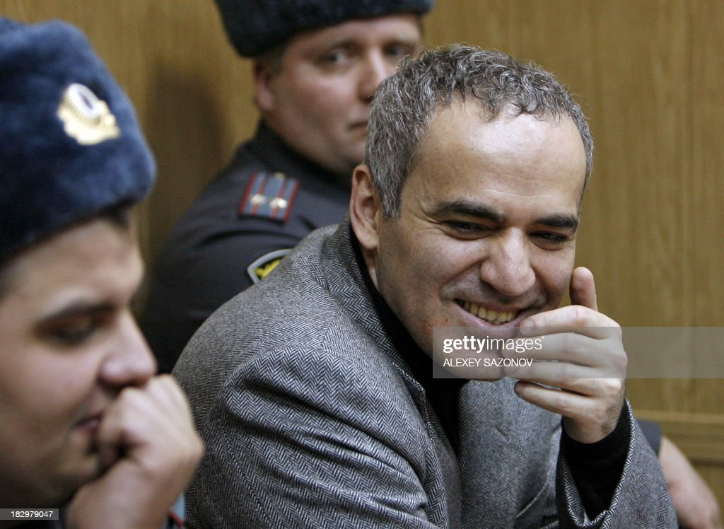 A picture taken on November 26, 2007, shows former world chess champion turned opposition activist Garry Kasparov (R) grimacing as he sits between Russian police officers in a courtroom in Moscow, two days after his arrest for scuffling with riot police during a protest a week ahead of a legislative elections. The European Court of Human Rights rapped today Russia over the 2007 arrest of Kasparov.