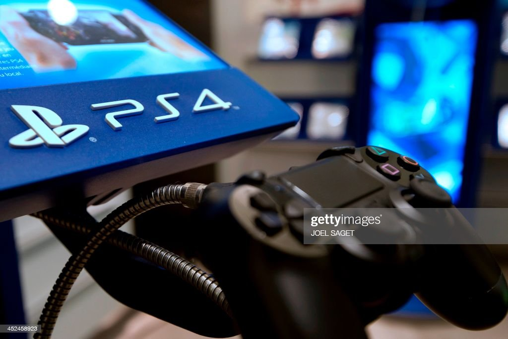 A picture taken on November 29, 2013 in a Parisian store shows the joystick of the new Sony Playstation 4 video game console (PS4).