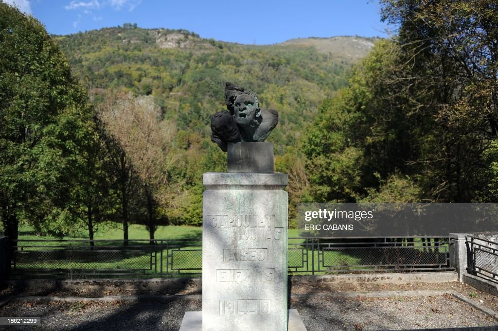 A picture taken on October 23, 2013 shows a copy of a bronze sculpture with three faces representing fear, suffering and death by French artist Antoine Bourdelle (1861-1929) at a World War I memorial in the French southern village of Capoulet-et-Junac. 2014 will mark the 100th anniversary of the First World War, of which the commemorations will be the first without any direct witnesses of the conflict, as they all passed away. AFP PHOTO ERIC CABANIS