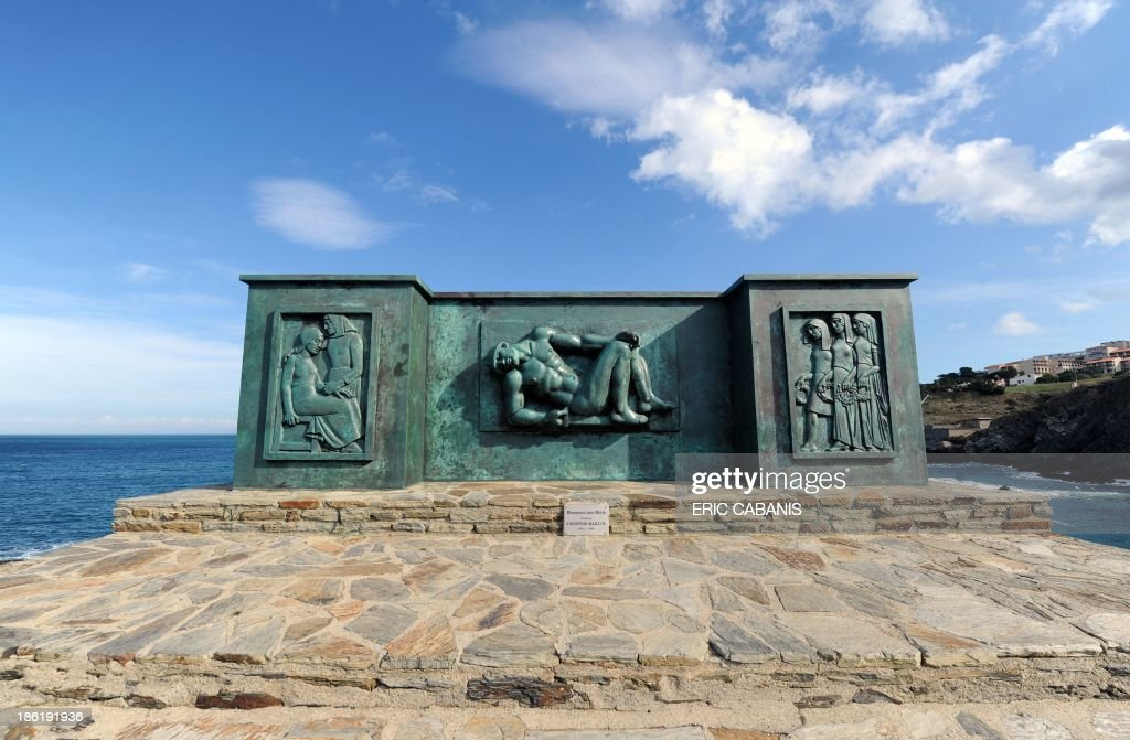 A picture taken on October 25, 2013 shows a bronze sculpture by French sculptor Aristide Maillol (1861-1944) made in 1933, at a pro-peace World War I memorial in Banyuls-sur-Mer, southern France. 2014 will mark the 100th anniversary of the First World War, of which the commemorations will be the first without any direct witnesses of the conflict, as they all passed away. AFP PHOTO ERIC CABANIS CAPTION