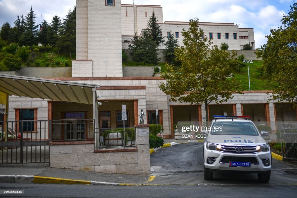 A picture taken on October 9, 2017 shows a Turkish police car parked at the entrance of US consulate in Istanbul. Turkey on October 9, 2017 urged the United States to reverse a decision to halt the issuing of all regular visas at American consulates in the country, in a row that risks a major crisis. Ankara hit back at the US move -- sparked by the arrest of an Istanbul consulate staffer -- with a similar halt by Turkey's missions in the US. Analysts warned the dispute risked becoming the most serious row between the two NATO allies in decades. /
