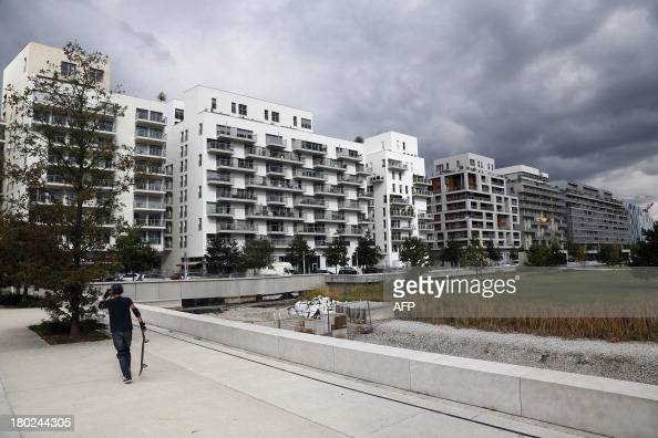 A picture taken on September 10 2013 in BoulogneBillancourt west of Paris partially shows the new residential 'Trapeze' district AFP PHOTO THOMAS...
