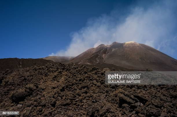A picture taken on September 21 2017 shows a view of the Mount Etna volcano on the Italian island of Sicily / AFP PHOTO / Guillaume BAPTISTE