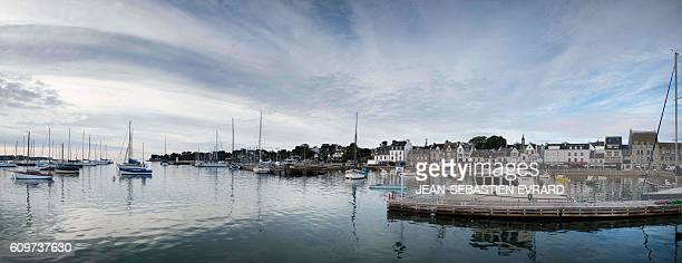 A picture taken on September 22 2016 shows the harbor of La TrinitesurMer western France / AFP / JEANSEBASTIEN EVRARD