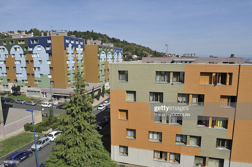 A picture taken on September 25, 2013 in Clermont-Ferrand shows the appartment where lives the mother of Fiona, a five-year old girl who disappeared last May 12 (top floor, at right).
