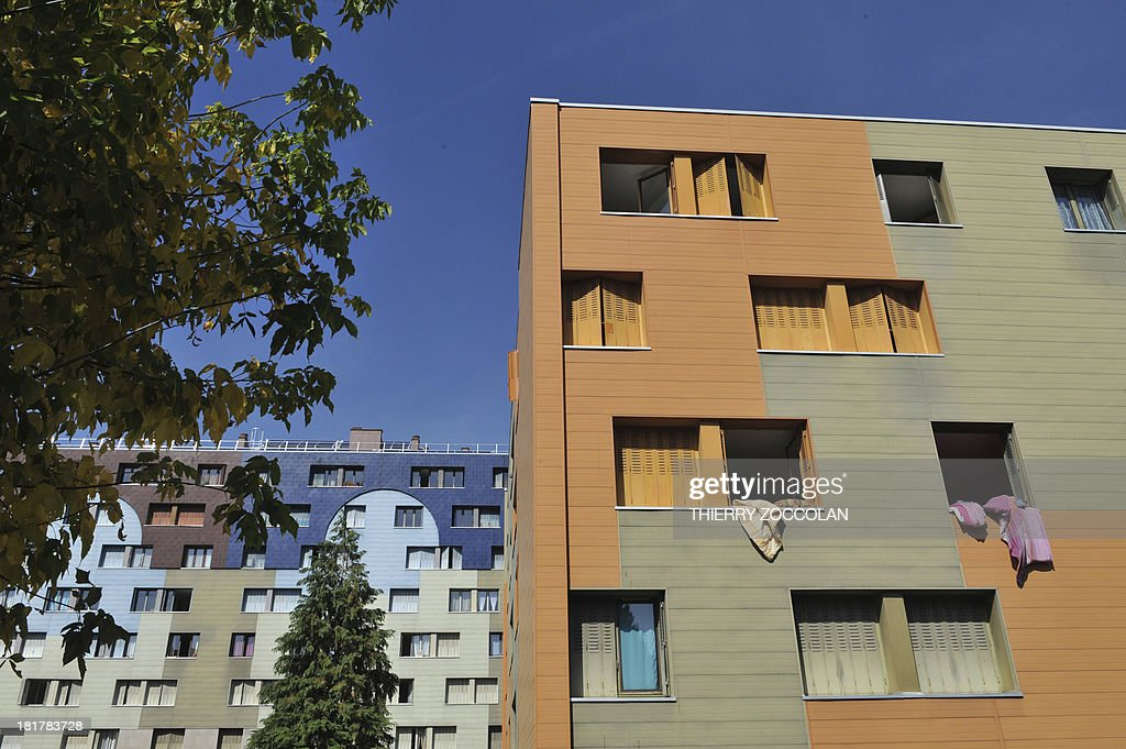 A picture taken on September 25, 2013 in Clermont-Ferrand shows the appartment where lives the mother of Fiona, a five-year old girl who disappeared last May 12 (top floor, at left).