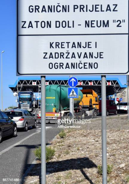 Picture taken on September 25 shows a traffic jam at the border crossing between Bosnia and Croatia located in the village of Zaton Doli along...