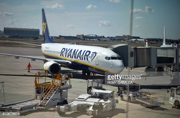 A picture taken on September 27 2016 shows an aircraft of Irish lowfares carrier Ryanair on the tarmac at the ToulouseBlagnac airport / AFP / Rémy...
