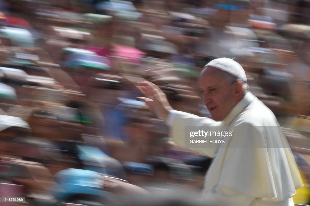 A picture taken using a slow shutter speed shows Pope Francis greeting the crowd during a Jubilee audience at St Peter's square on June 30, 2016 in Vatican. / AFP / GABRIEL