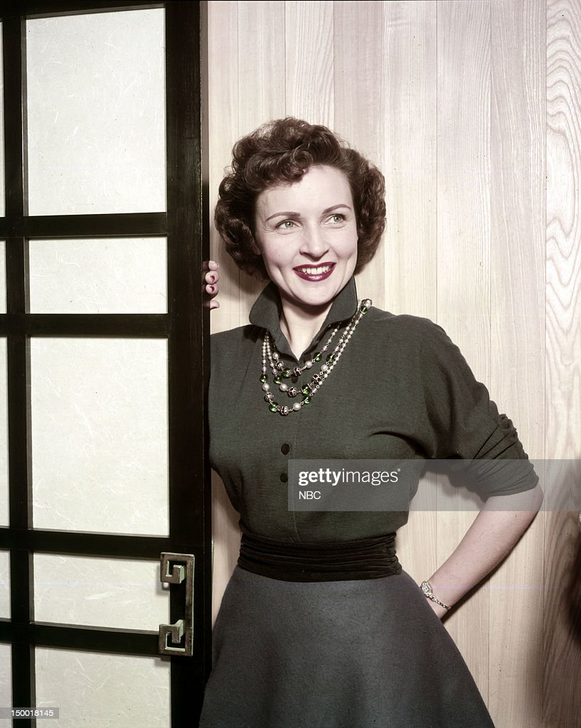 Actress <a gi-track='captionPersonalityLinkClicked' href=/galleries/search?phrase=Betty+White&family=editorial&specificpeople=213602 ng-click='$event.stopPropagation()'>Betty White</a> at home c. 1954 --