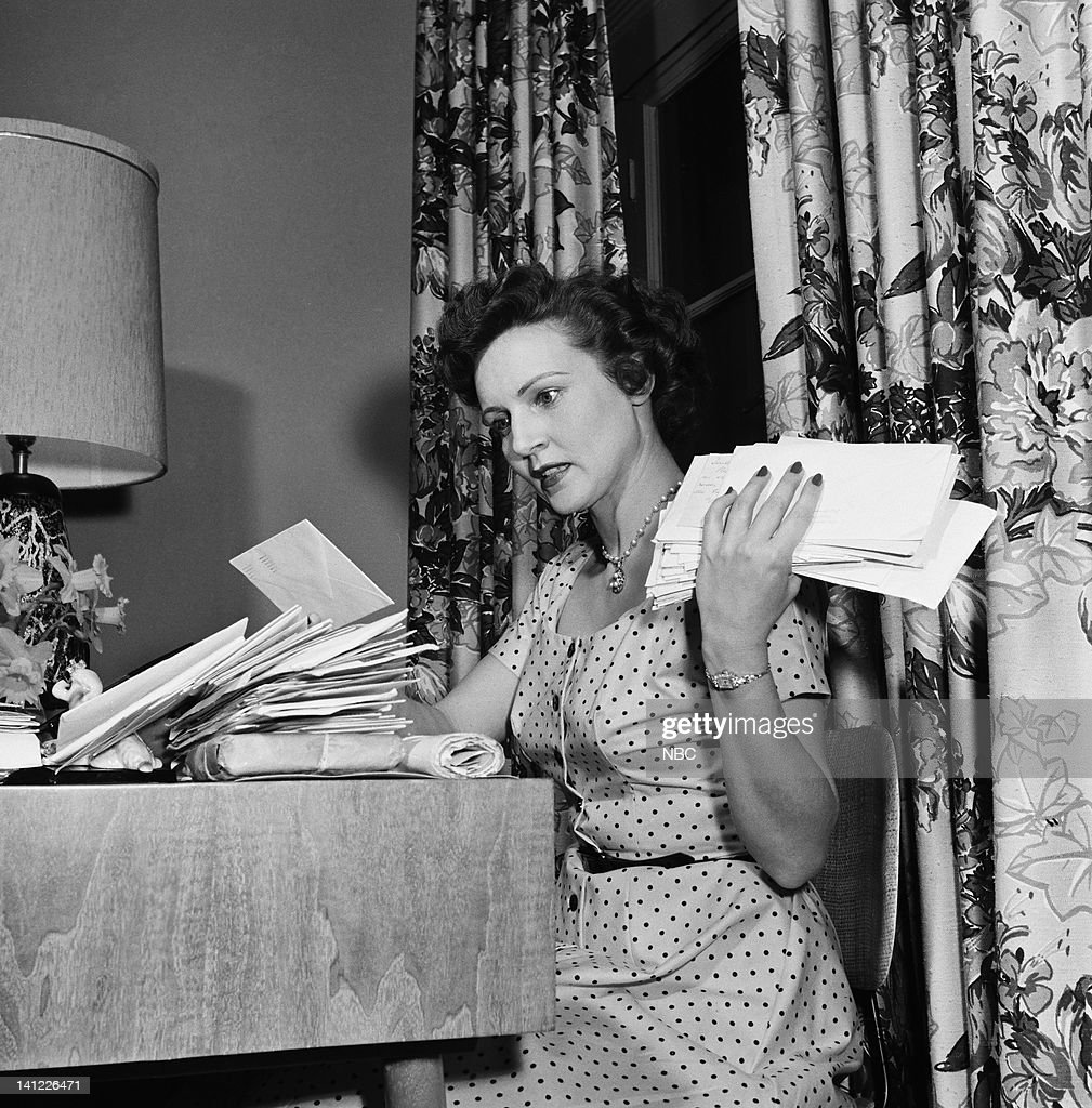 Actress <a gi-track='captionPersonalityLinkClicked' href=/galleries/search?phrase=Betty+White&family=editorial&specificpeople=213602 ng-click='$event.stopPropagation()'>Betty White</a> at home in 1954 -- Photo by: Elmer Holloway/NBC/NBCU Photo Bank