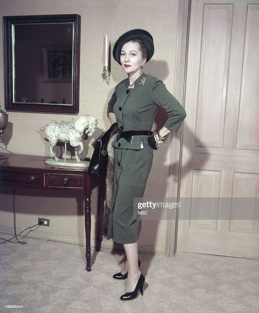 Actress <a gi-track='captionPersonalityLinkClicked' href=/galleries/search?phrase=Joan+Fontaine&family=editorial&specificpeople=206434 ng-click='$event.stopPropagation()'>Joan Fontaine</a>